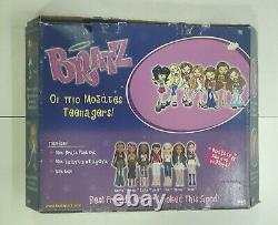 MGA 2004 BRATZ DANA FUNK OUT extremely RARE SET with BAG for GREEK MARKET