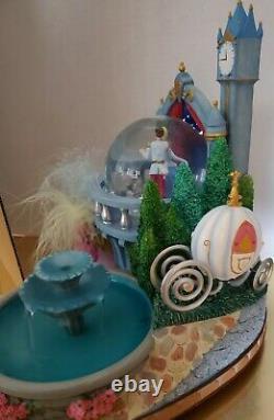 Disneys Cendrillon Snowglobe Fountain Extremely Rare Ball Step-sisters Globe