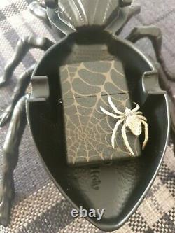 Zippo, 3d Golden Spider On Edge With Spider Display Ltd Edition (extrêmement Rare)